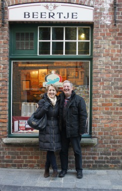 Mr and Mrs Zythophile outside the Brugs Beertje