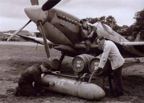 Spitfire droptank fuelling